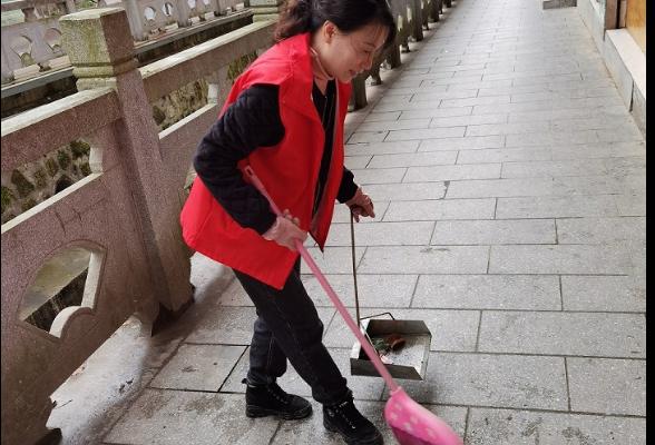 金石桥镇组织志愿者开展城区卫生大清扫