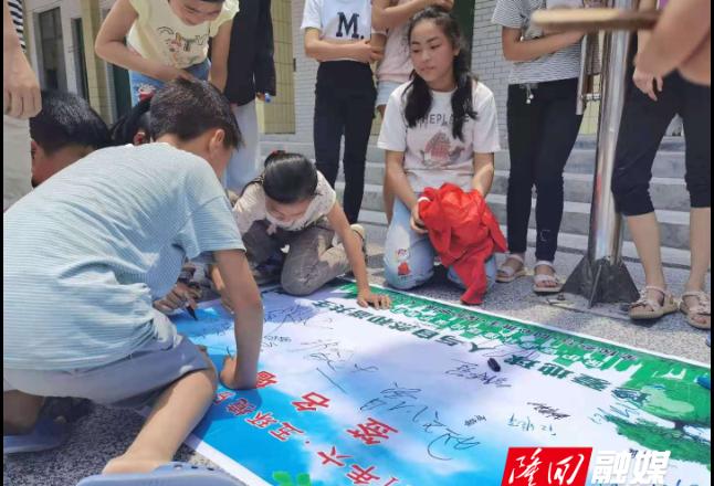 """罗洪镇开展""""环保知识进校园""""宣传活动"""