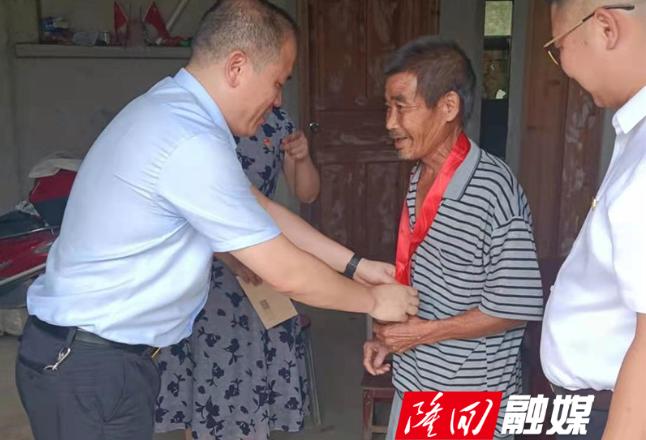 县委编办机关党支部多形式开展主题党日活动