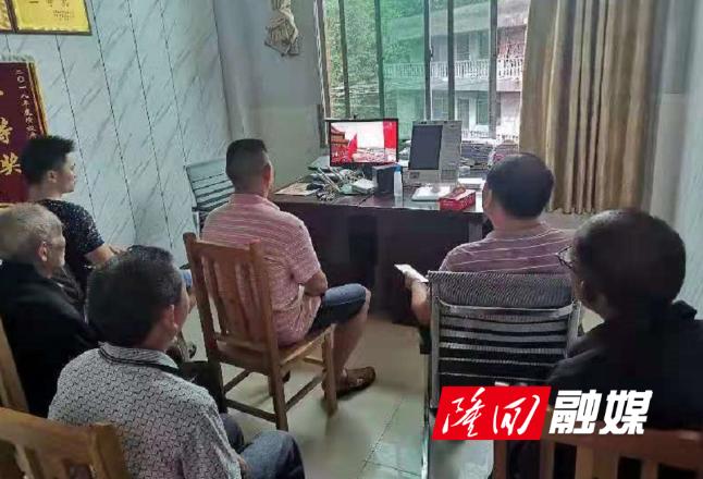 金石桥镇望云山村集中收看庆祝中国共产党成立100周年大会直播