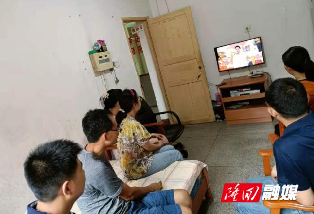 县档案馆组织集中收看庆祝中国共产党成立100周年大会直播