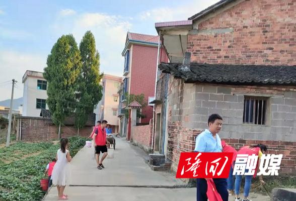 """横板桥镇柳山村开展""""三清三化""""专项行动"""