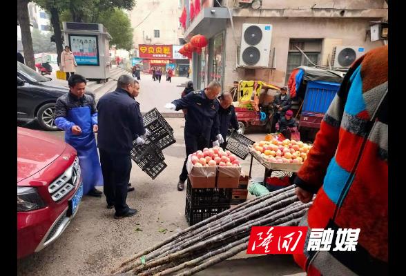 隆回:城管交警联合整治朝阳市场周边市容和交通秩序