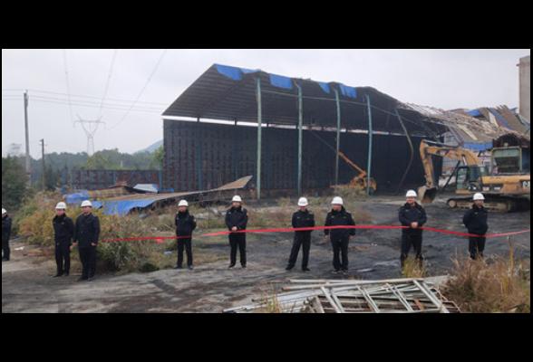 隆回:大型钢架棚大面积坍塌存隐患  城管街道联手拆除