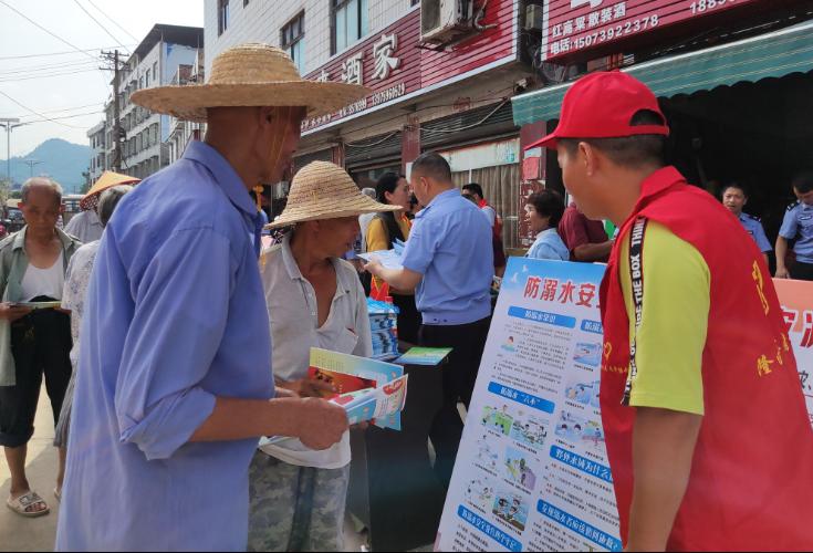 南岳庙镇多部门联合开展安全生产和防溺水集中宣传