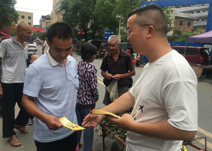横板桥镇开展食品安全宣传活动