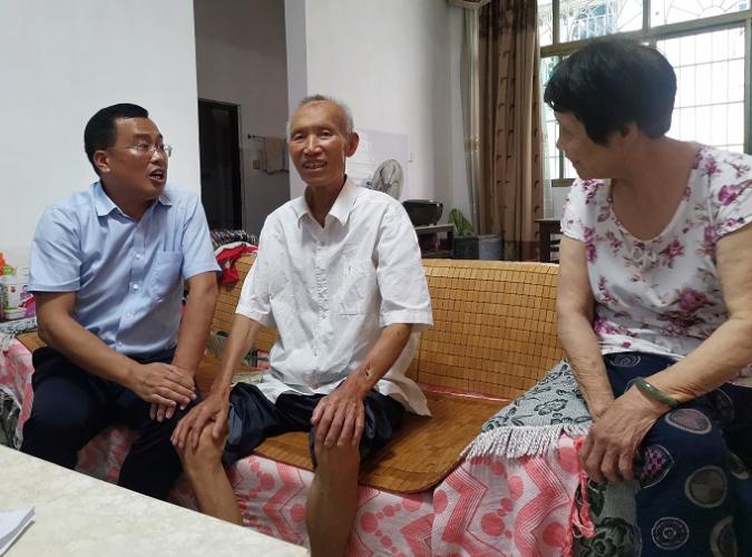 """隆回县人社局开展""""七一""""走访慰问老党员、困难党员活动"""