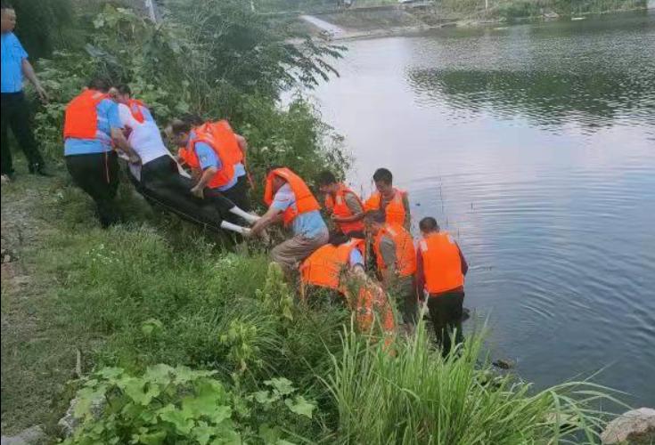 隆回县桃花坪街道开展防溺水救援演练