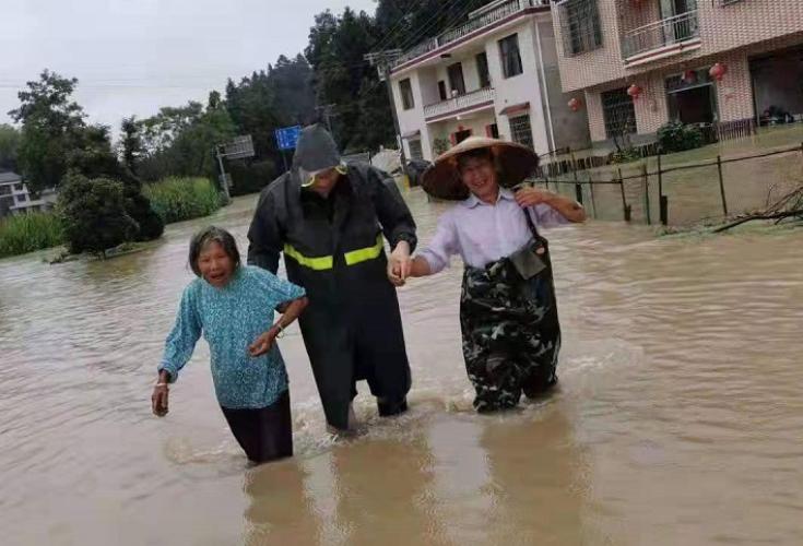 金石桥镇积极开展强降雨后应急处置工作