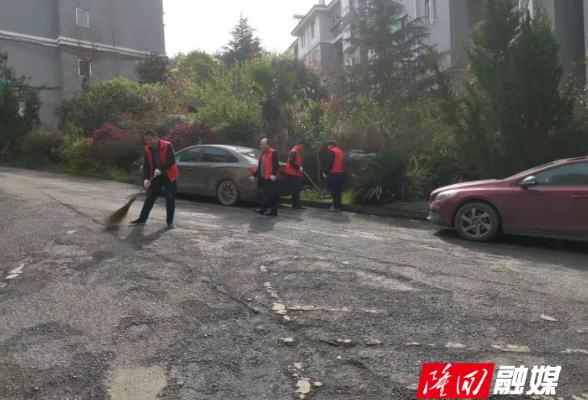 隆回县人社局开展卫生清扫活动