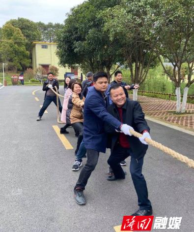 隆回县人社局组织干部职工开展春季户外拓展活动
