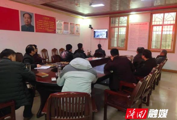 隆回县总工会组织全体干部职工收看《榜样5》专题节目