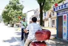 """骑摩托车不戴头盔,小心被广播全村""""点名"""""""