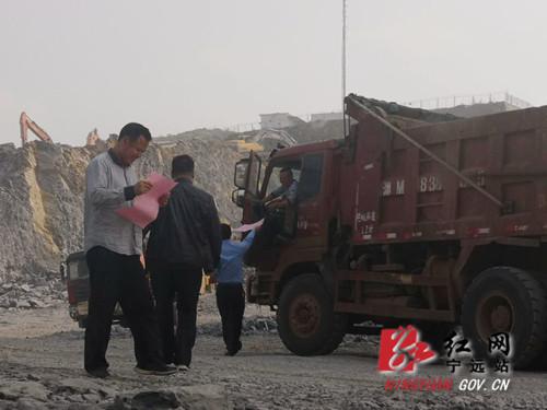 宁远:规范渣土运输城管宣传先行2_副本500.jpg