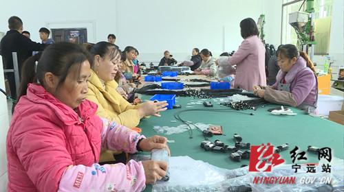 财政部湖南监管局来宁远开展助学扶贫和调研联系点工作2_副本500.jpg
