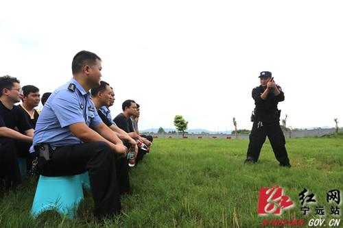 宁远:实弹射击训练提升民警警务实战技能_副本500.jpg