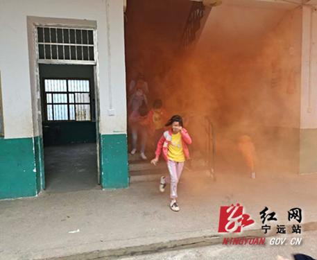 宁远校园开展消防安全应急演练活动_副本500.jpg