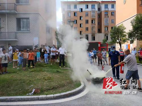 舜陵街道:消防演练进社区 共筑安全防护墙01_副本500.jpg
