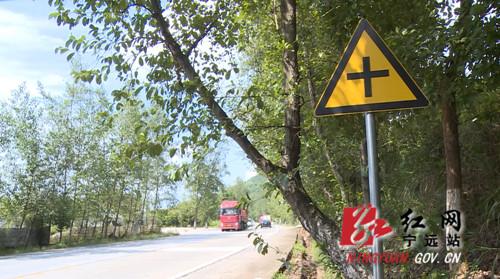 """宁远:大力实施公路 """"五小工程""""   消除道路交通安全隐患_副本500.jpg"""