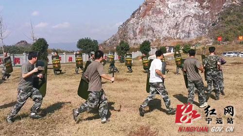 宁远:开展民兵军事训练 打造尖兵队伍2_副本500.jpg