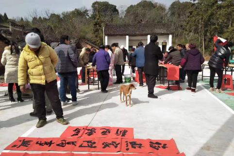 """宁远艺术家到贫困村开展""""送春联、全家福""""公益活动"""